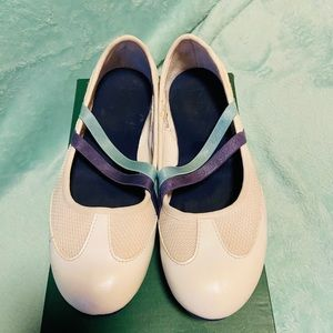 LACOSTE 🤗🤗 oh so cute loafers! 7.5🦎🦎